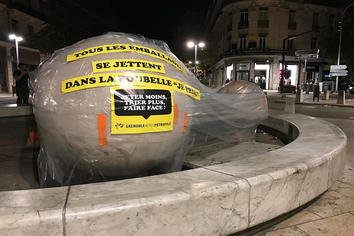 Grenoble met la question des déchets sur la voie publique