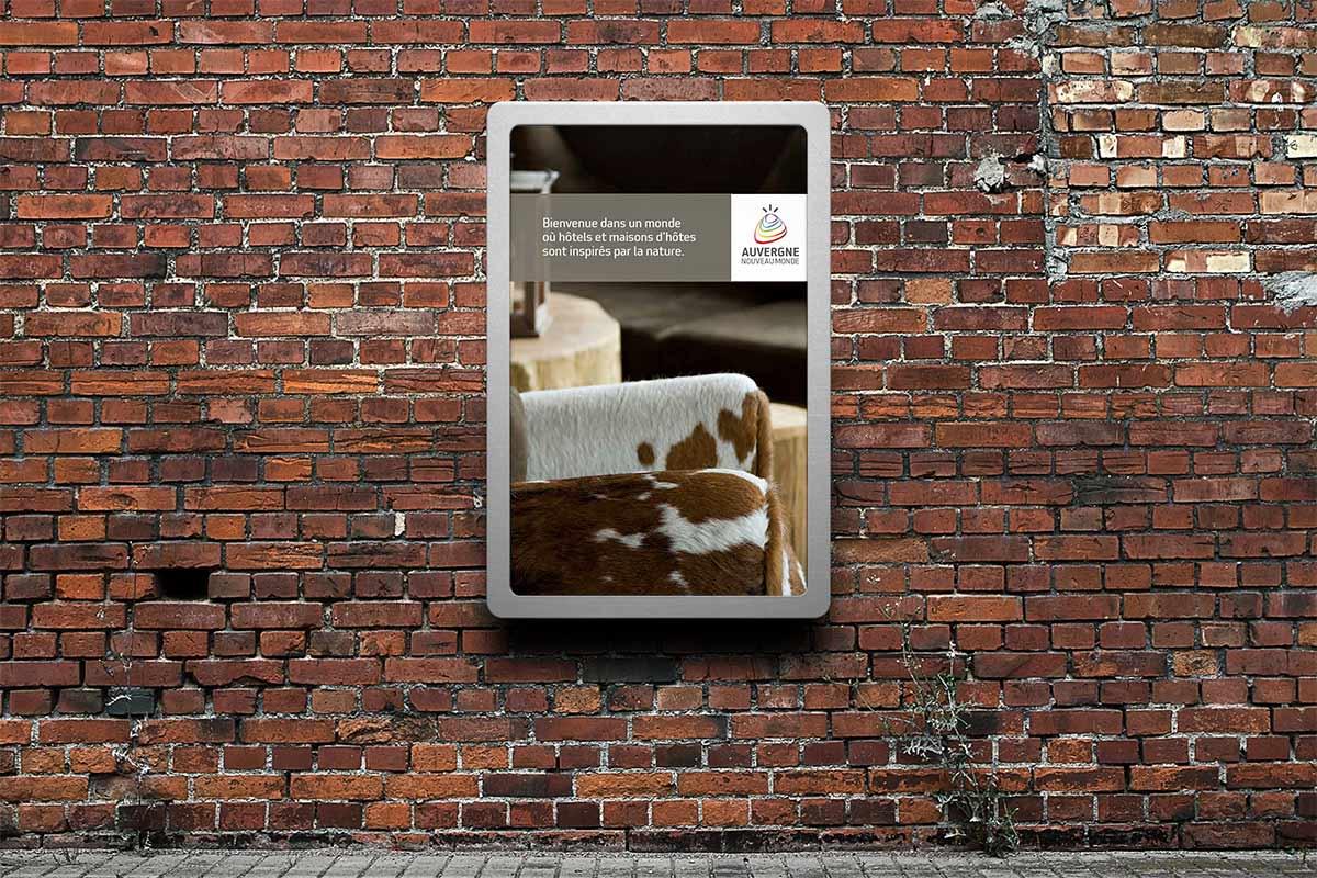 Affiche valorisant les chambres d'hôtes pour la marque Auvergne Nouveau Monde
