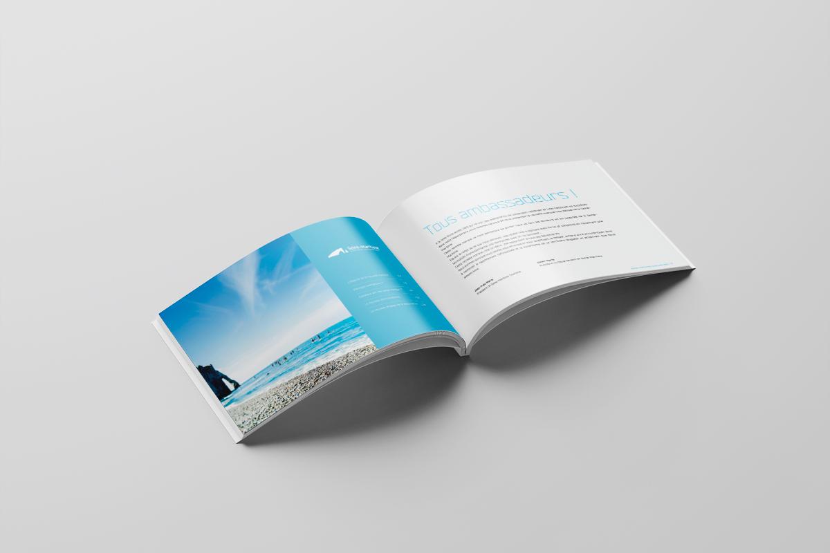 Double page du guide de marque touristique de la destination Seine-Maritime, la Normandie impressionnante